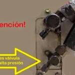 La válvula pequeña de la unidad externa no es de alta